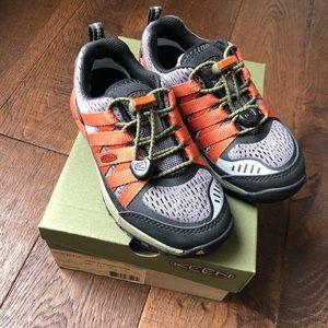 Boys Keen Versatrail Shoes Size 11 Athletic New